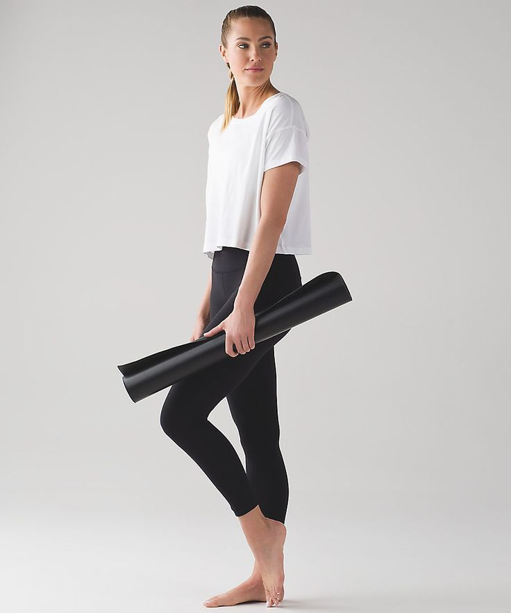 Designed to minimize distractions and maximize comfort, the Align Pants offer li...