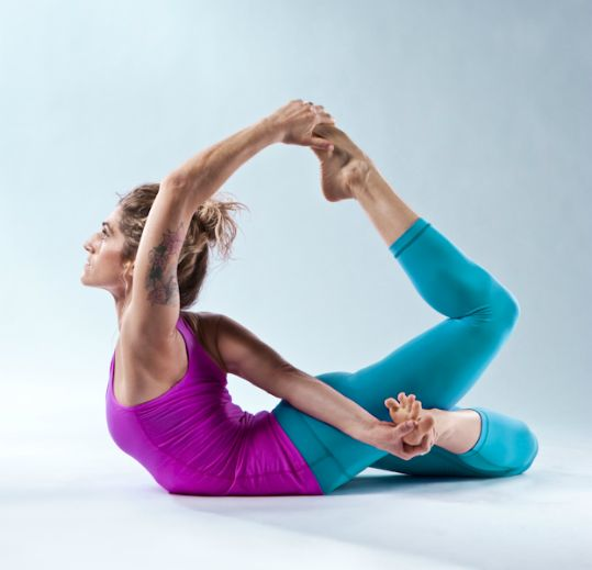 Cool yoga pose! More inspiration at: www.valenciamindf...
