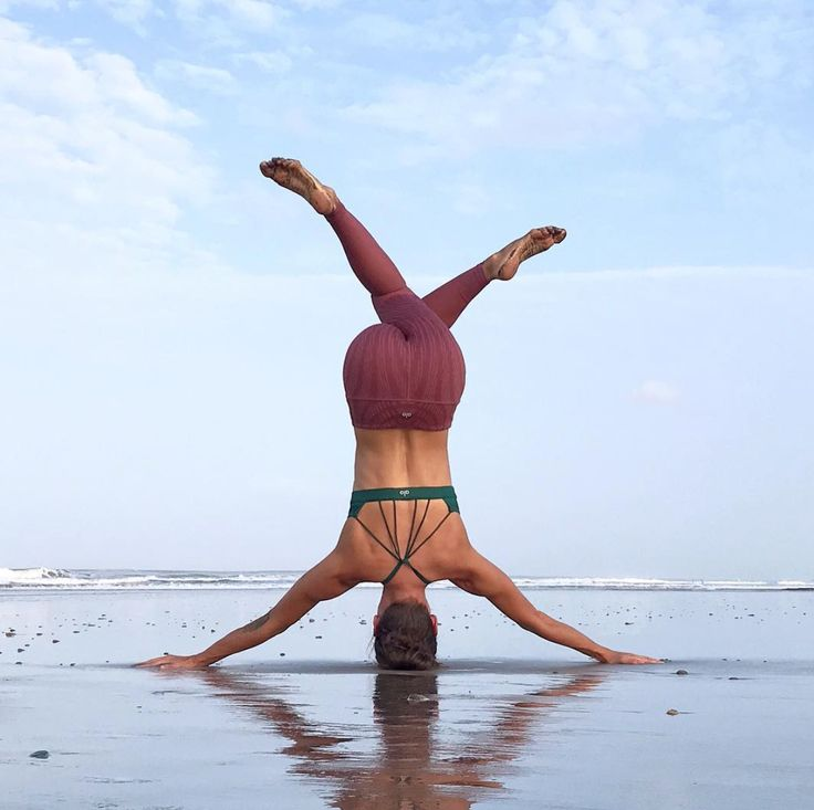 @adellbridgesyoga in The Sunny Strappy Bra #yoga #inspiration #aloyoga