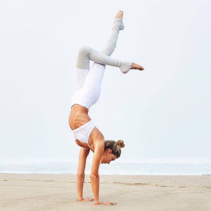 @sjanaelise is featured in the Goddess Bra & Goddess Legging. #aloyoga #beagodde...