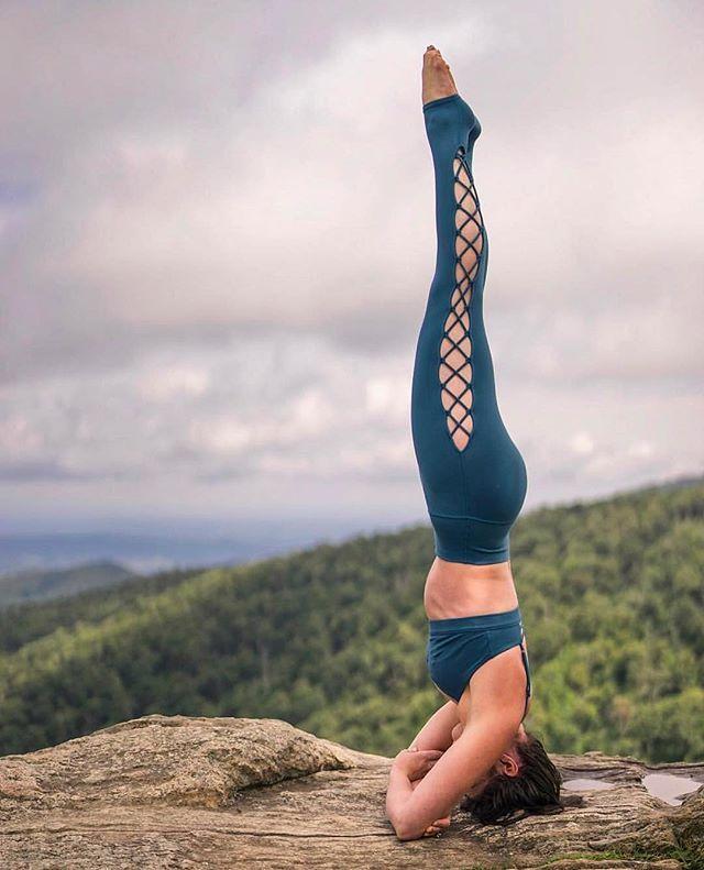 Headstand #inspiration @hollybentley_yoga & Alo Yoga @bentleycreativeagency.. Th...