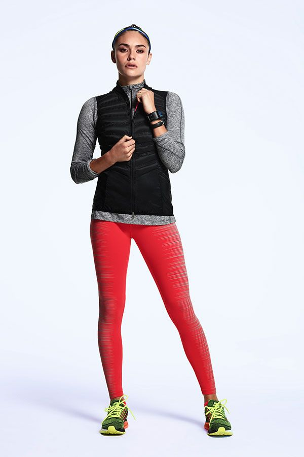 Keep warm, stay comfortable and conquer any early morning run. The Nike Aeroloft...