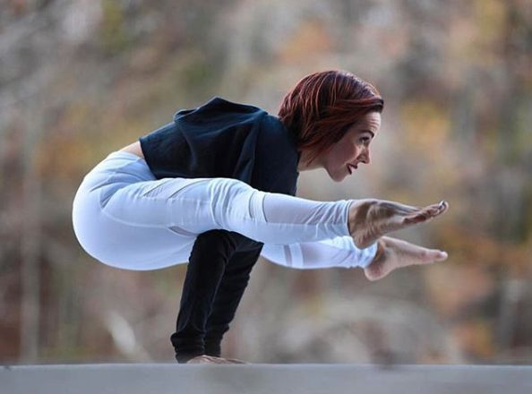 Victoria Brown.arvizu in Firefly Pose wearing our #aloyoga Elevate Legging