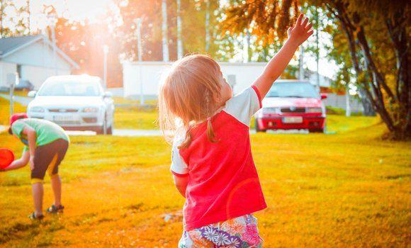 5 Kids Yoga Poses to Ease Travel Stress This Holiday Season - BookYogaRetreats.c...
