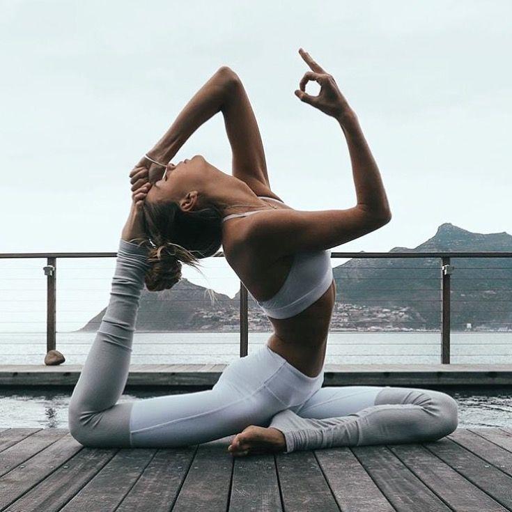 Sjana Elise wearing the Alo Yoga Goddess Legging #yoga #inspiration