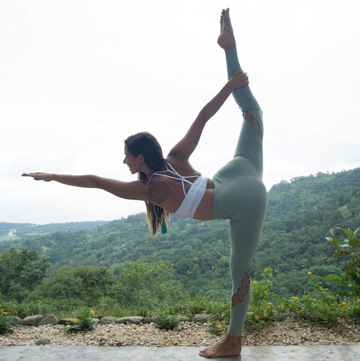 Alissa Kepas looks stunning in the #AloYoga Entwine Legging #aloyoga #beagoddess...