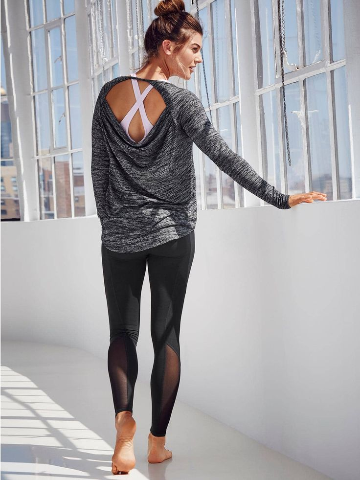 Can I please have this entire outfit?! Love the mesh inset on the leggings, cros...