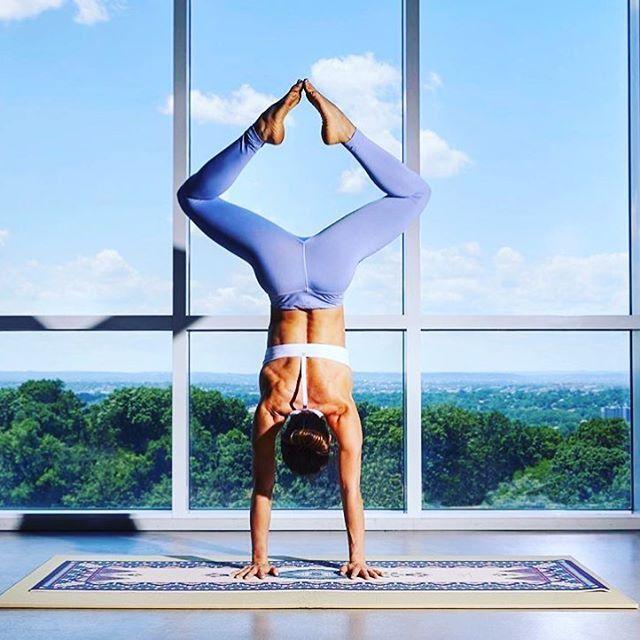 Handstand   Yoga pose   Yoga inspiration   Yogi goals   Flexibility
