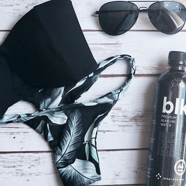 Unpacking after an amazing weekend BlogHer 🤓✌🏼. .#mikoh #blkwater #sungl...