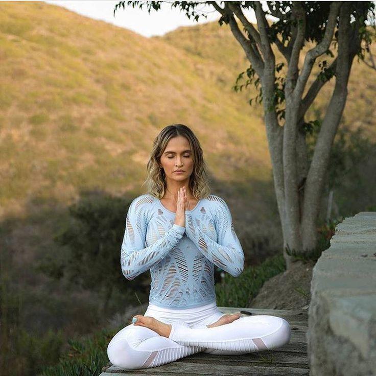 @yogawithfranciska zen-ing out in our Wanderer Long Sleeve & Moto Legging #aloyo...
