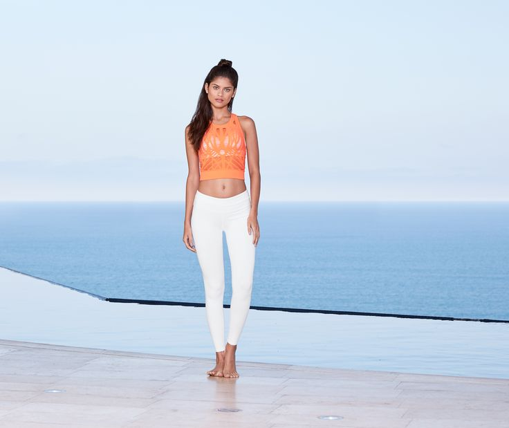 d463aa105e ALO YOGA || Airbrush Legging in White, Vixen Fitted Crop Tank in Starburst #