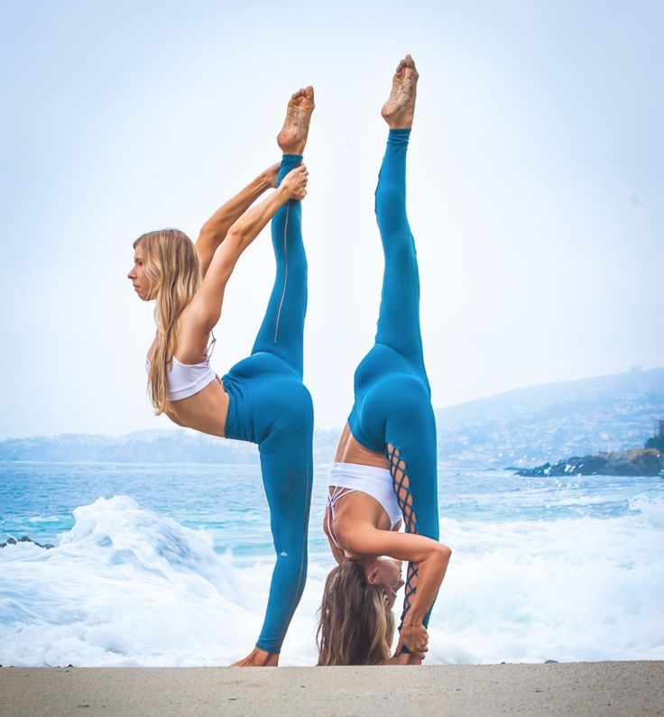Nicole Woyak and Kylan Fischer are matching in the High-Waist Dash Legging and S...
