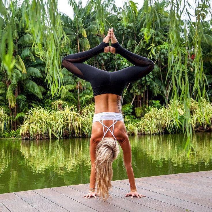 The Alo Yoga Coast Legging #yoga #yogainspiration