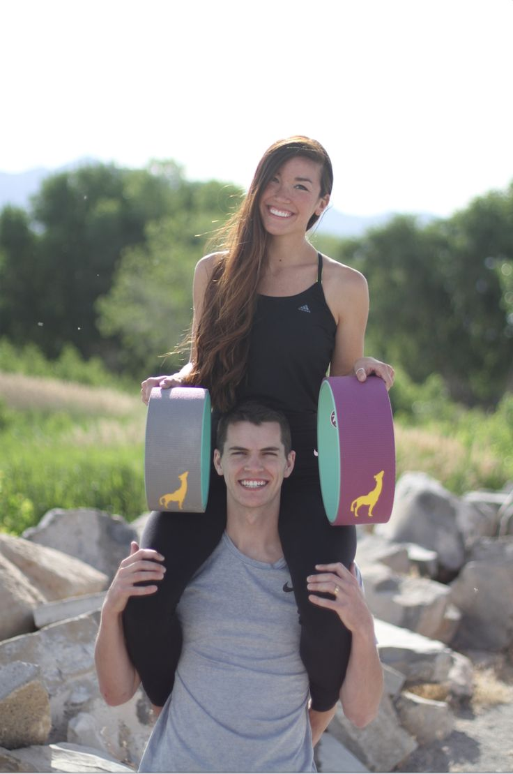The Cutest Plexus Yoga Couple Beginner Acroyoga Ideas (with a yoga wheel aid) ...