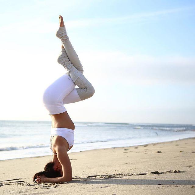 @MichelleArenal is featured in the Goddess Bra & Goddess Legging. #aloyoga #beag...