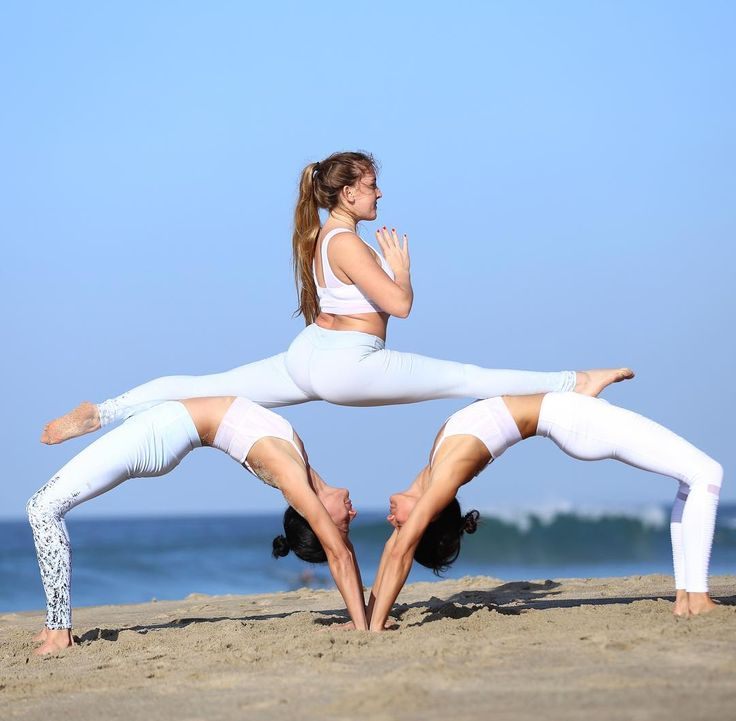 @yoga_lovely featured in the Jubilee Bra & Airbrush Legging, Kimmy of @chintwins...