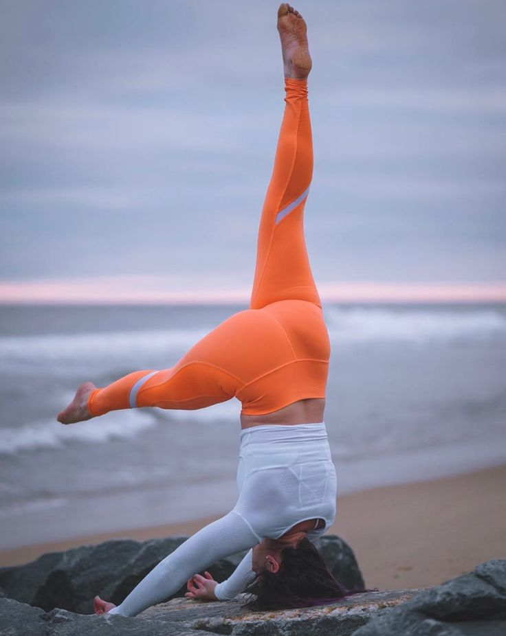 Holly Bentley reaches for the sky in the #AloYoga Elevate Legging #yoga #inspira...