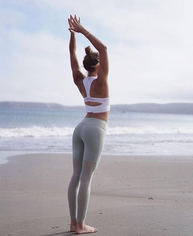Stretch it out. @the_southern_yogi in the Power Crop & Lean Legging. #aloyoga #b...
