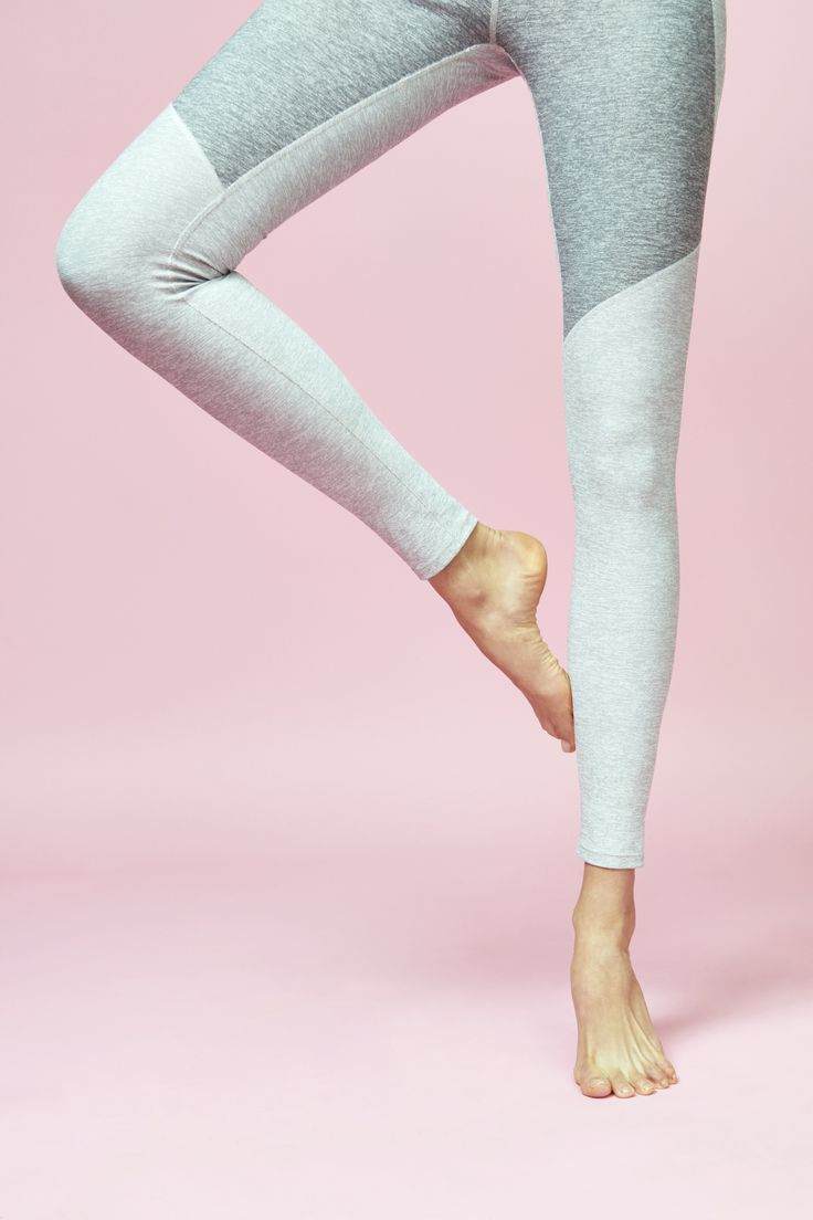 Yummy legs in the Color-block Warmup Leggings in Light and Dark Grey from Outdoo...