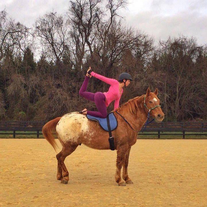 Incredible Athlete Performs Balanced Yoga Poses on Horseback