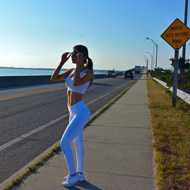 #JenSelter in the Alo Yoga Moto Legging #yoga #inspiration