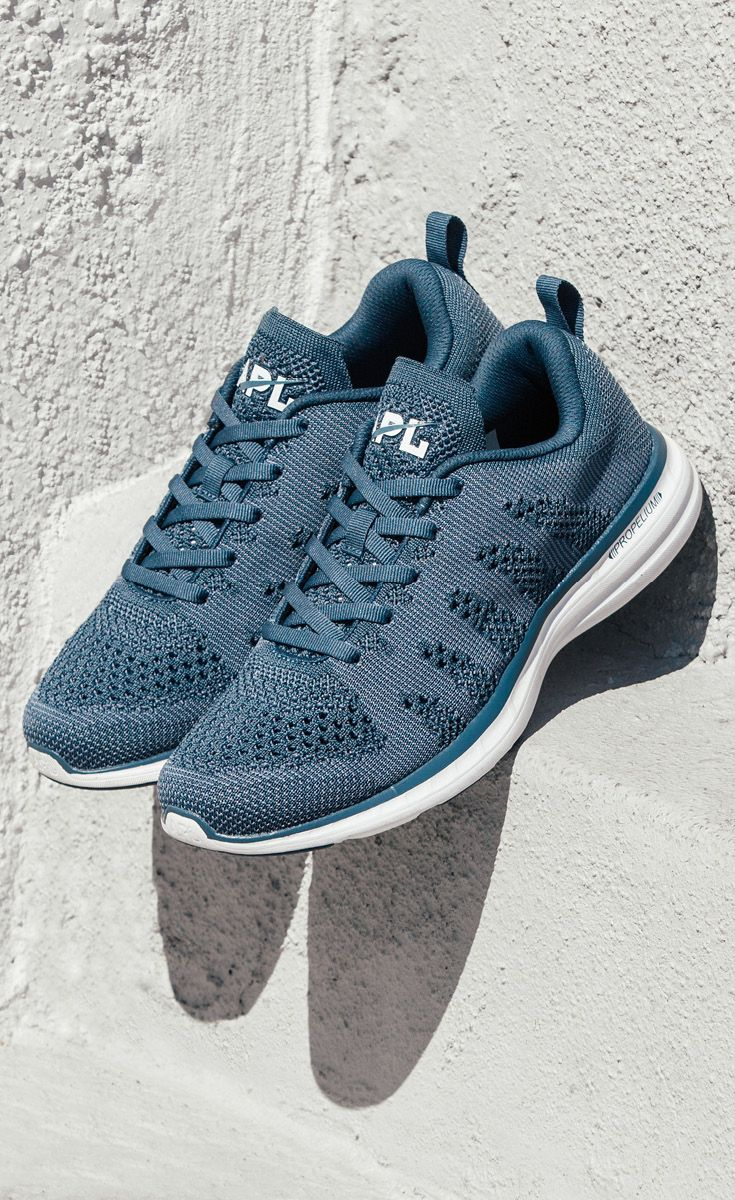 Give your feet some love with fresh footwear. | lululemon