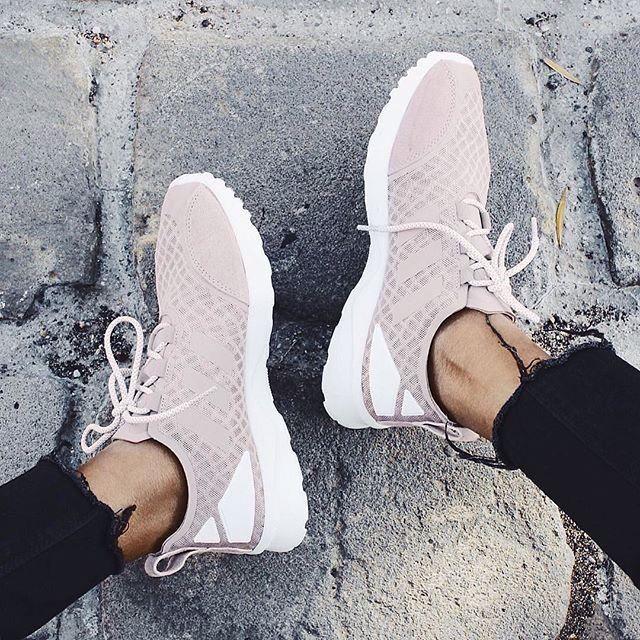 2c65e7e853ce Pinterest//prettymajor11 Adidas Women's Shoes - amzn.to/2hIDmJZ adidas shoes  wom