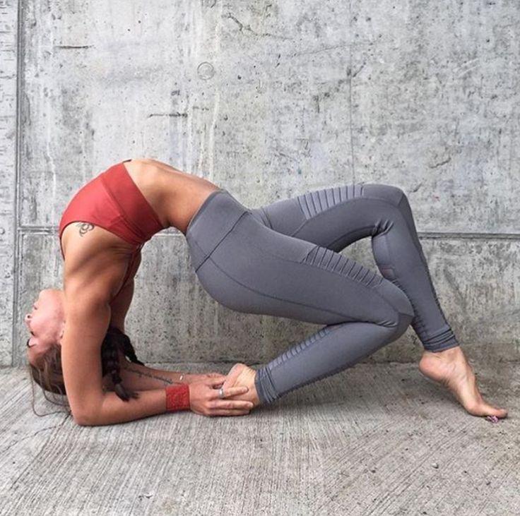 Alo Yoga Moto Legging #yoga #yogainspiration