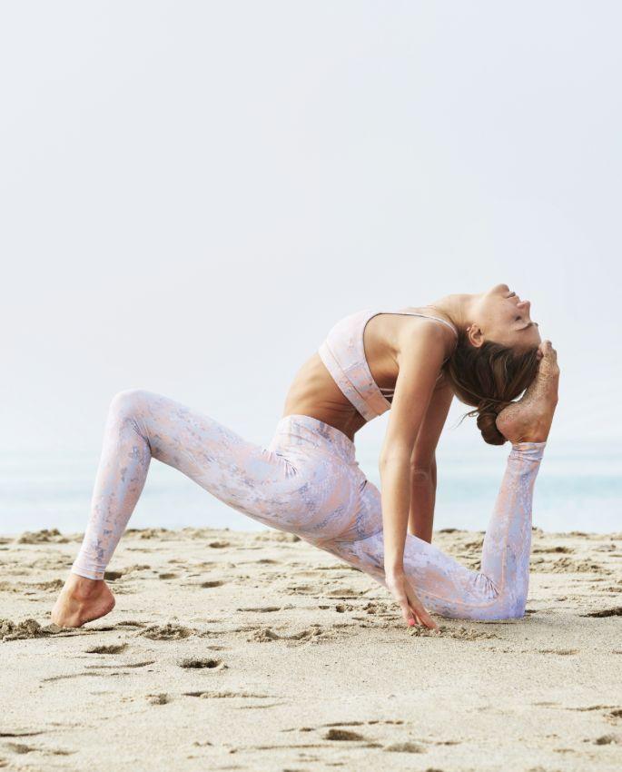 Inspiring Sjana Elise Earp in Peach Python www.aloyoga.com/...