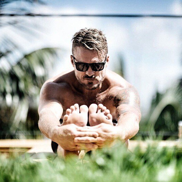 yogidunx. Yoga postures and poses   men doing yoga and yoga dudes - Men doing Yo...